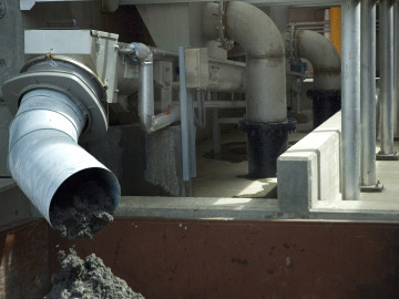 Solids go from the Rotoshear PF through the Helixpress Dewatering Screw Conveyor