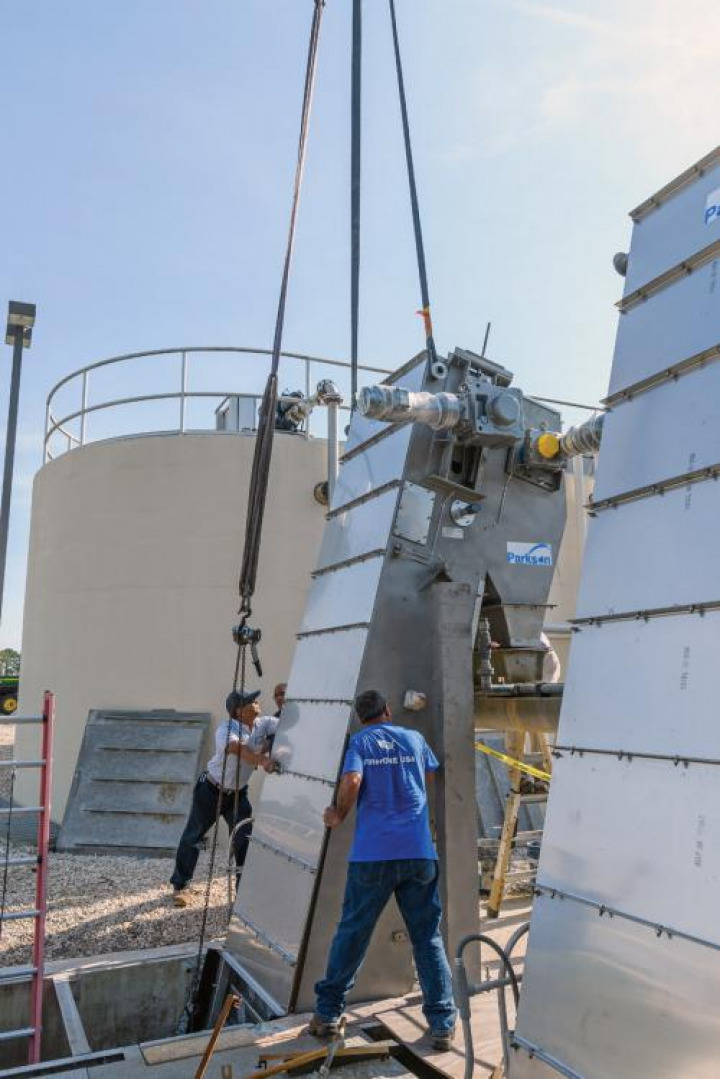 Parkson installers Ryan Brice (left) and Pete Peña install a Parkson perforated bar screen at the Palm Coast Wastewater Treatment and Reuse Facility.